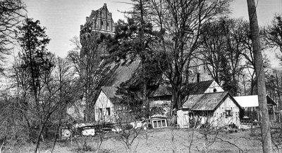 Группа домов возле руин кирхи. 1986 г.