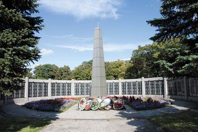 Мемориальный одиночный комплекс с крестом Гвардейск заказать памятник Кожуховская